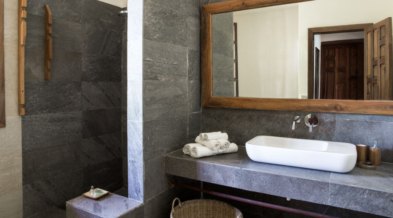 Bathroom of the Hotel Corail Noir suite